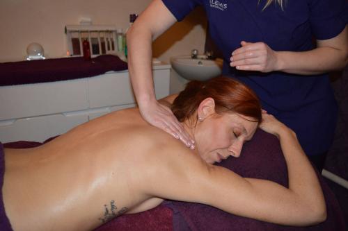 Elemis Deep Tissue Full Body Massage